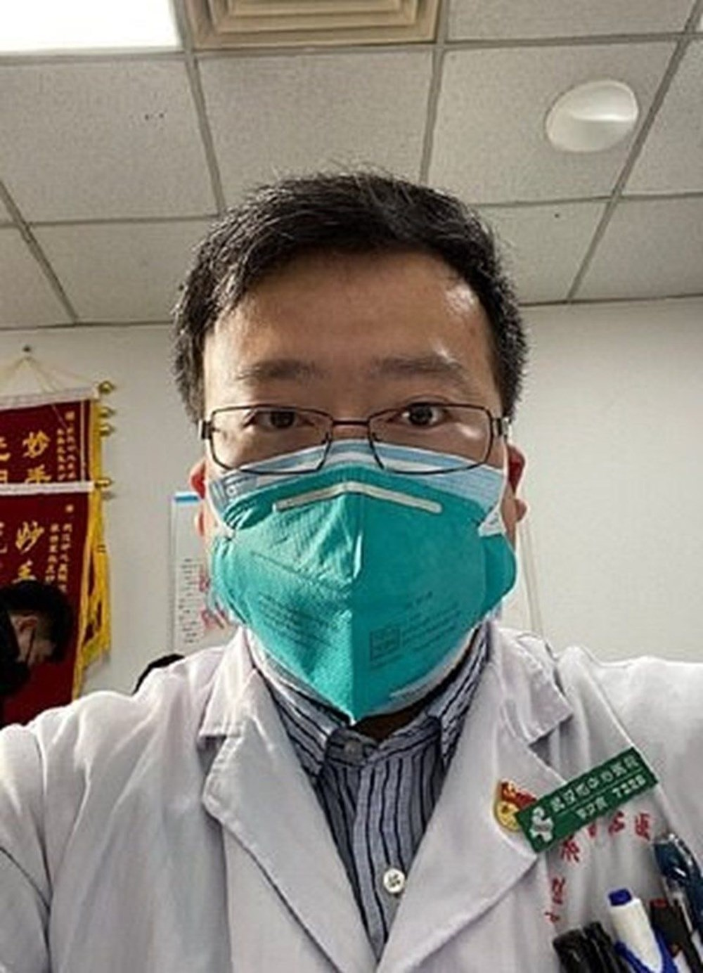 Salgını ilk bilen Çinli doktor corona virüsü nedeniyle yaşamını yitirdi...