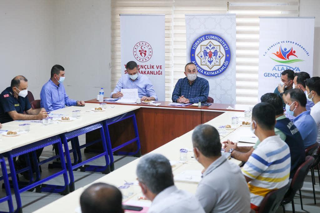 Dışişleri Bakanı Çavuşoğlu, Alanya'da toplantı yaptı...