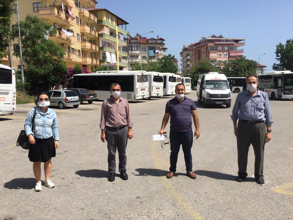 CHP'den ulaşıma destek,Gıda kolisi ve maske dağıttılar...