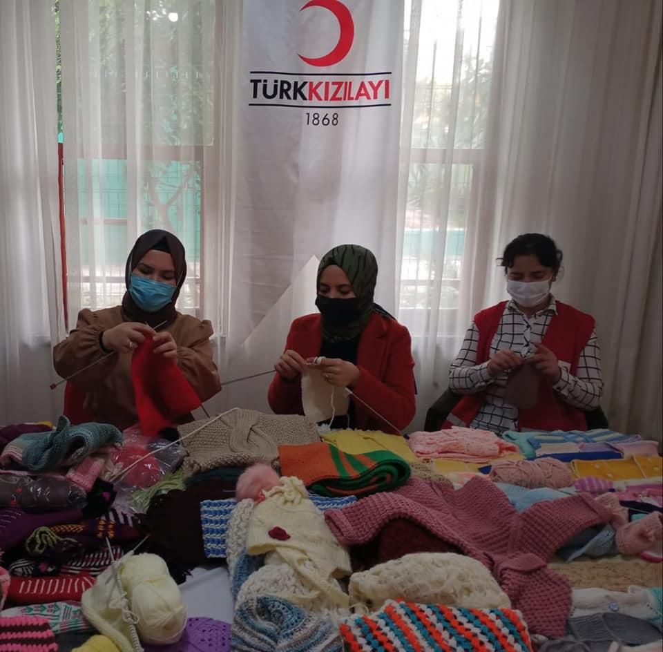 Ak kadınlardan Kızılay Alanya'ya destek...