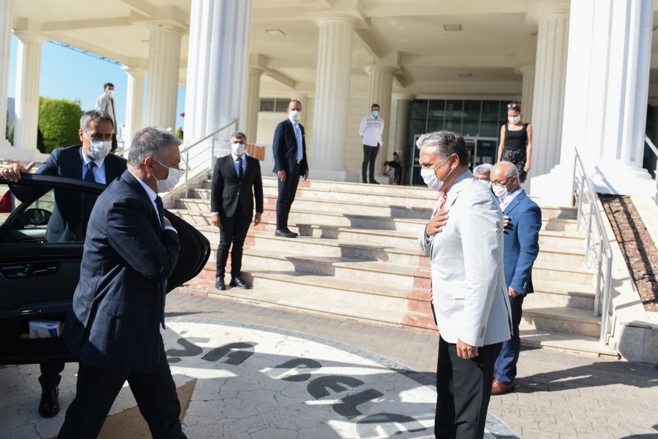 Antalya Valisi Yazıcı, Muratpaşa Belediye Başkanı Uysal'ı ziyaret etti...