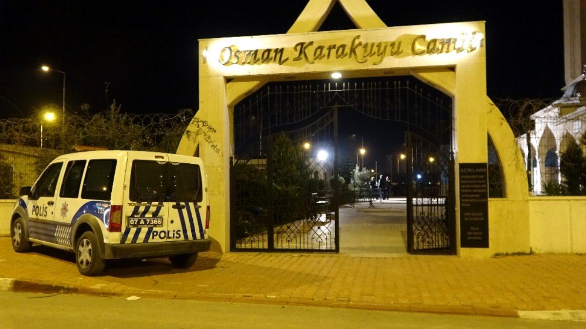 Antalya'da belediye çalışanı, cami tuvaletinde ölü bulundu...