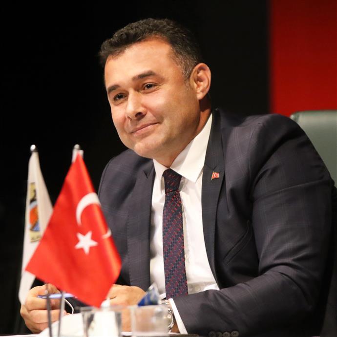 BELEDİYE BAŞKANI YÜCEL, VATANDAŞLARIN 30 AĞUSTOS ZAFER BAYRAMI'NI KUTLADI...