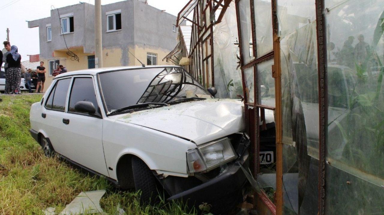 Gazipaşa'da sokağa çıkma yasağını delen genç polisten kaçmak isterken kaza yaptı...