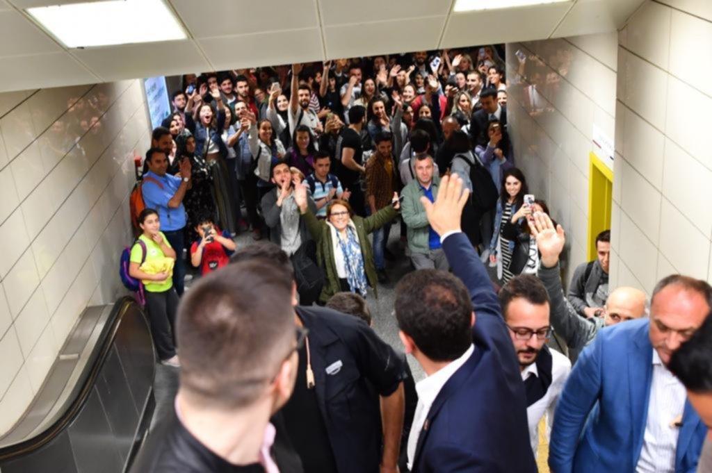 Maslak Metrosu'nda İmamoğlu izdihamı...