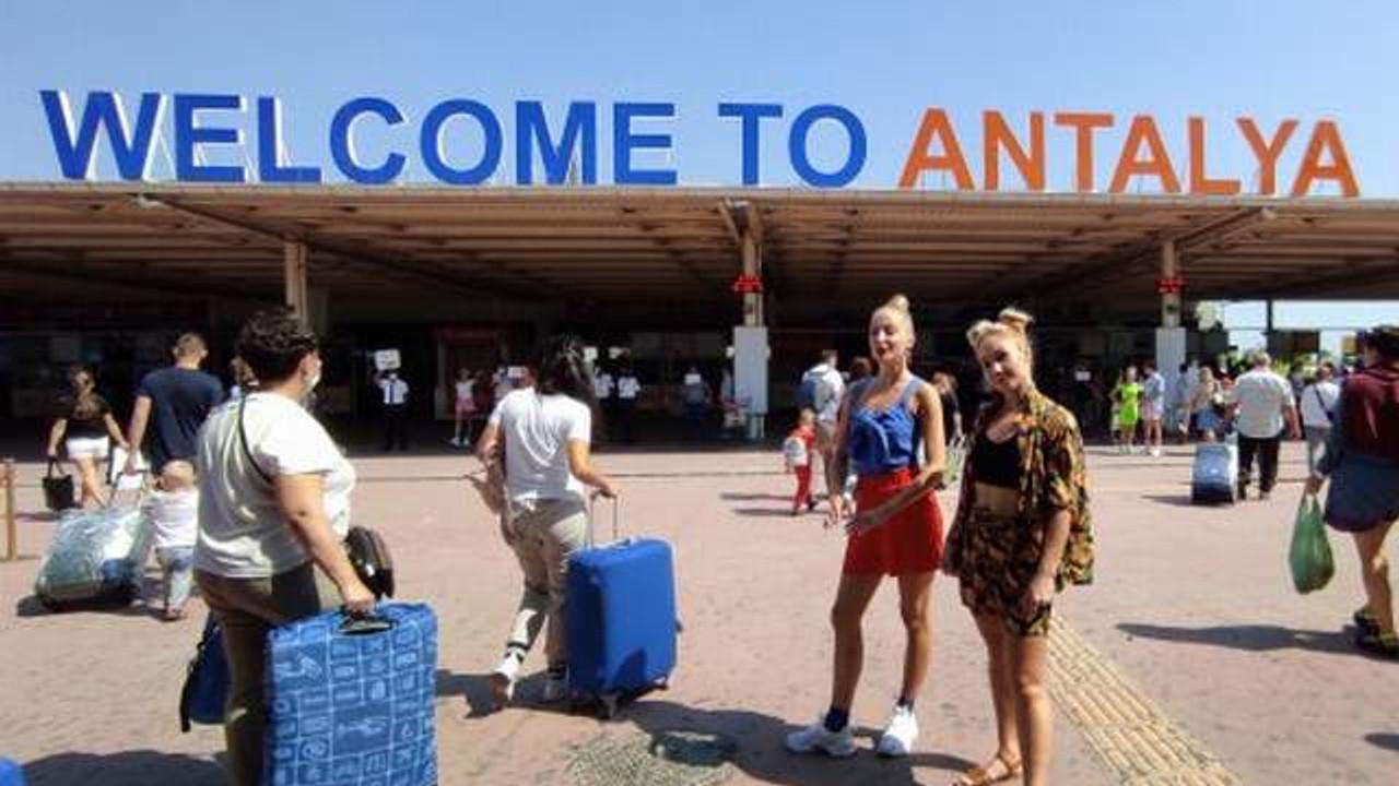 """TUI'den açıklama: """"Antalya'ya haftada 40 bin turist getireceğiz""""..."""
