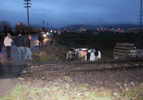 Niğde'de otomobil trene çarptı: 1 ölü