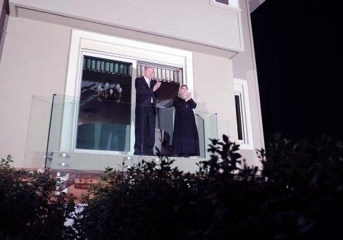 Cumhurbaşkanı Erdoğan'dan sağlık çalışanlarına alkışlı destek...