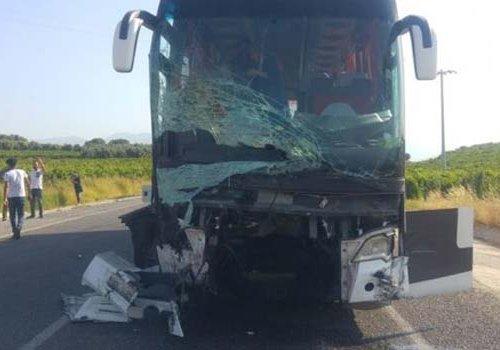 Manisa da Yolcu otobüsü araçları biçti: 6 ölü 20 yaralı...