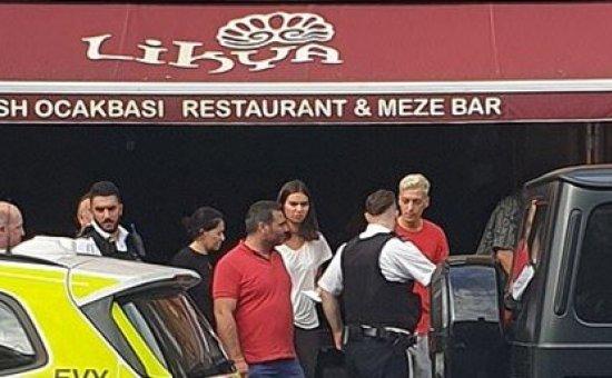 Futbolcu Mesut Özil'e bıçaklı saldırı...