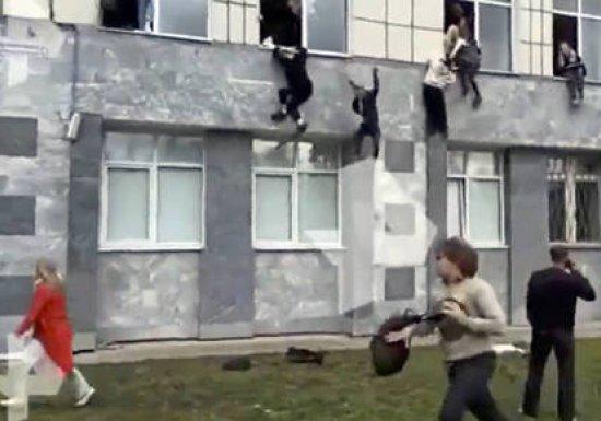 СК: Стрелявший в Перми жив, он в больнице...