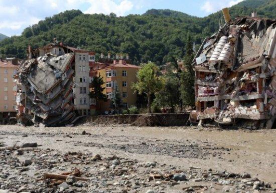 Число жертв наводнений в Турции возросло до 74